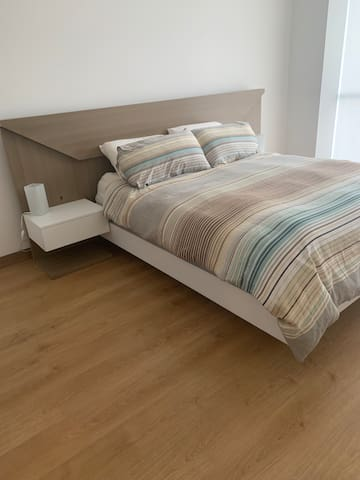 Queen with with comfortable pillows & mattress (pillow top)
