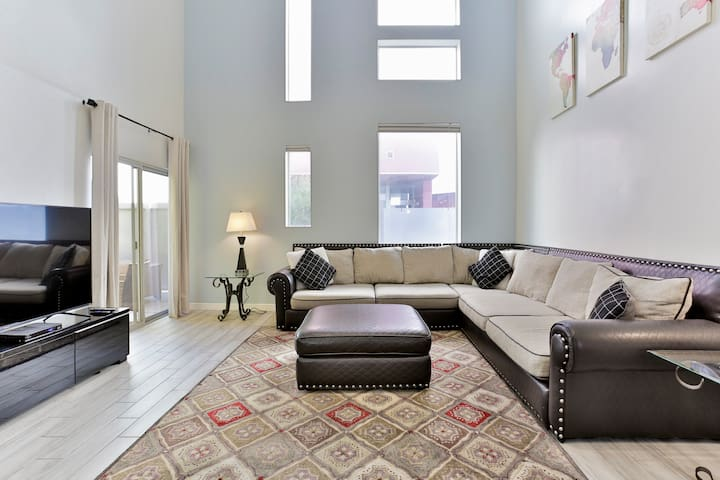 SPACIOUS LOFT | 2BR2BA | 2Q+Pull Out Bed | Tempe