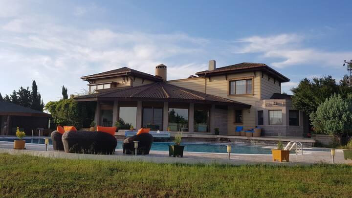 İnziva Çiftlik Müstakil Villa Havuz ve Bahçe