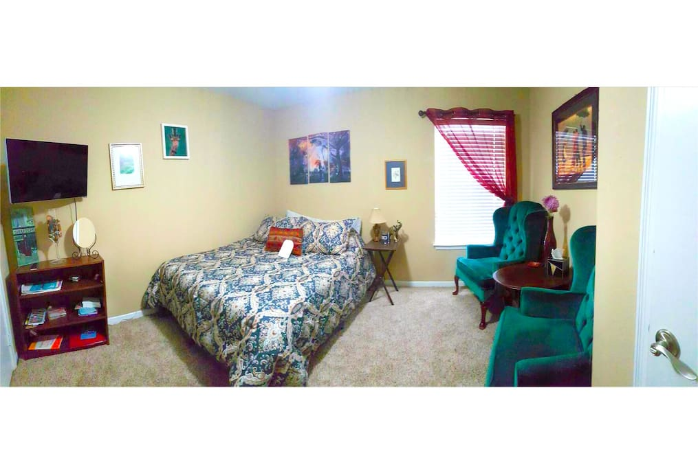 Panorama of the guest room.