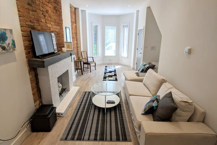 Modern & Bright Apartment w/ Patio in Downtown