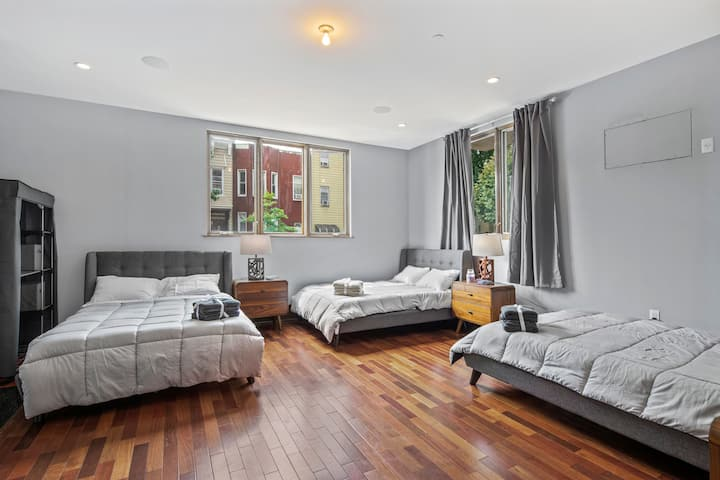 AMENITY-LOADED ROOM in Modern Coliving
