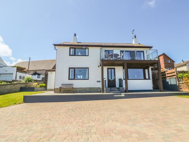 MARINUS, family friendly, with a garden in Bull Bay, Ref 979498