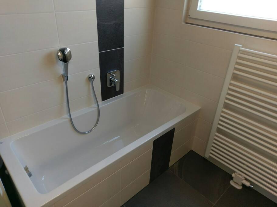 modern wohnen in messen he im inviertel gostenhof. Black Bedroom Furniture Sets. Home Design Ideas