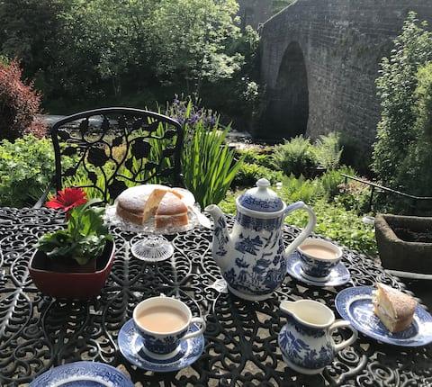 Bainbridge大桥小屋,带河畔花园!