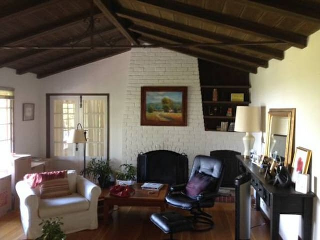 Master Bedroom in Charming House with Bay View - Oakland - Hus