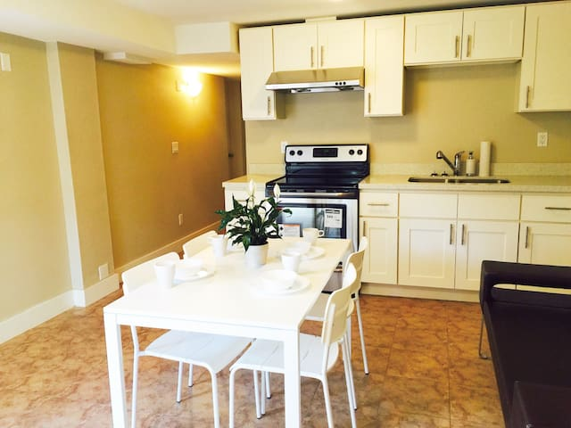Sale!Two Bedrooms Independent Suite - Burnaby - Bed & Breakfast