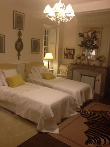 CHAMBRE DU BARON - Vauchelles-lès-Domart - Bed & Breakfast