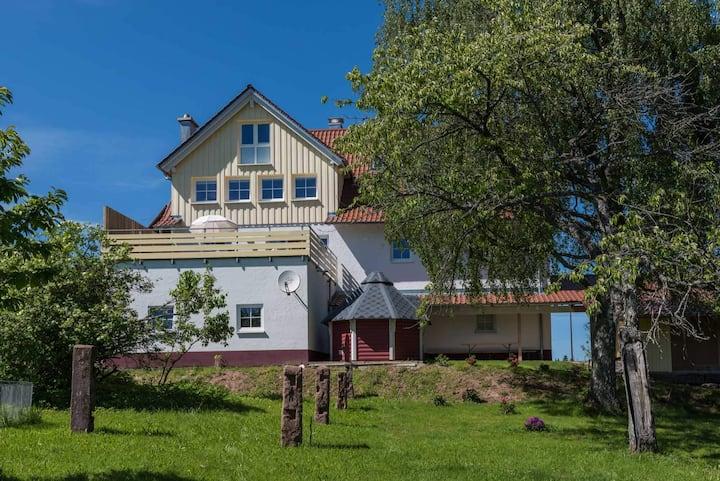 Exklusives Landhaus Seewald: 330m2 - Sauna - Whirlpool - Spielplatz - BBQ - WLAN