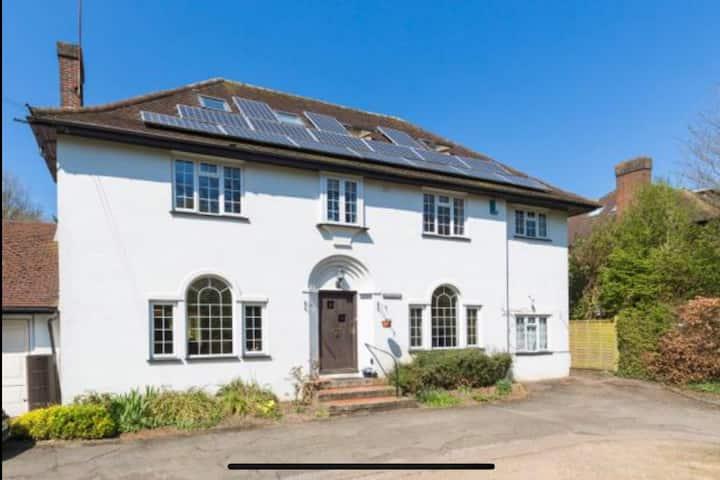 5 Bedroom house, large garden, hot tub