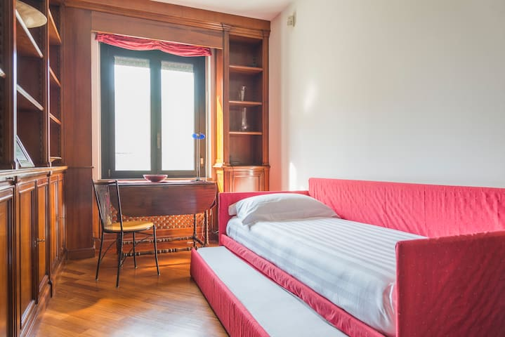 THIRD BEDROOM WITH SINGLE BED AND ONE OTHER PULL-OUT SINGLE BED.