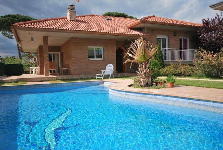 Villa Shambhala Budhaholidays - Sils - Maison