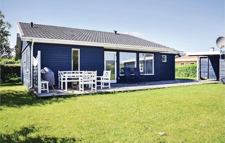Holiday cottage with 2 bedrooms on 82m² in Juelsminde