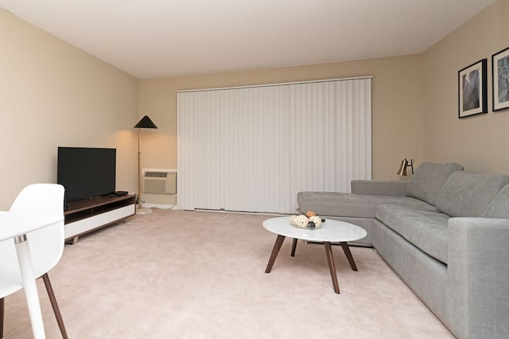 Exciting 2A Santa Clara Home with Gym+Pool & AC!