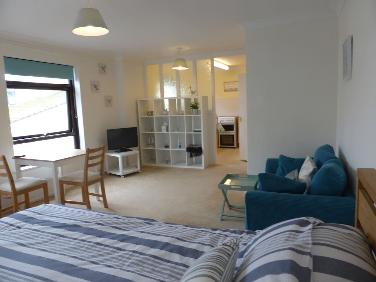A light and bright central Sidmouth apartment with sea peeps from the lounge