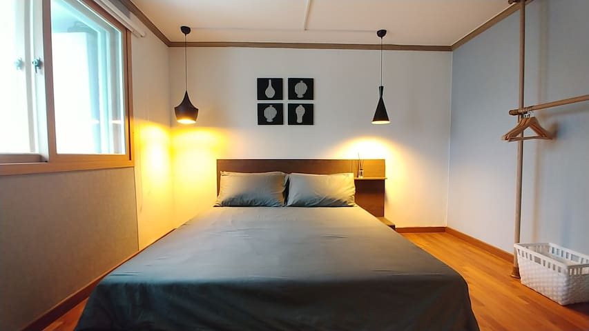 Central Flat w Rooftop Terrace - RM2