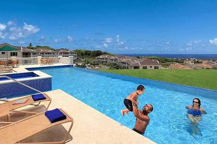 Lovely Three Bedroom Villa With Sea View/Pools/Gym