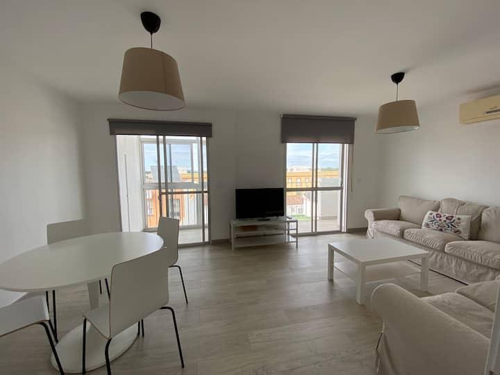 Amplio piso cerca de Cadiz