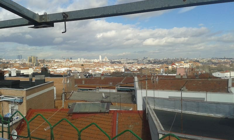 Habitación privada en piso compartido - Madrid - Casa