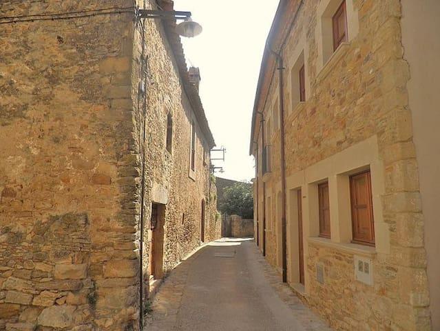 Casa encantadora en centro de pueblo medieval