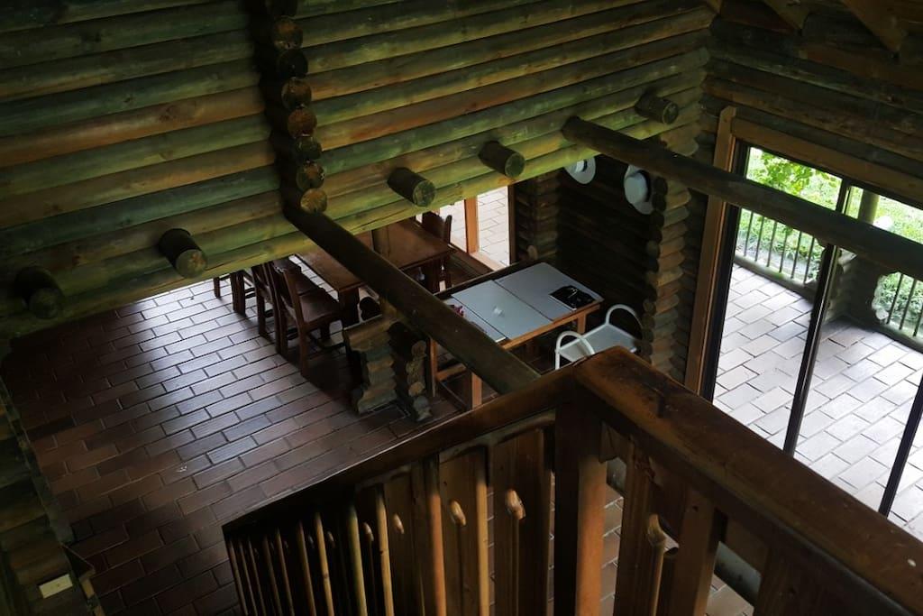 Escalas para subir al cuarto principal y al otro.