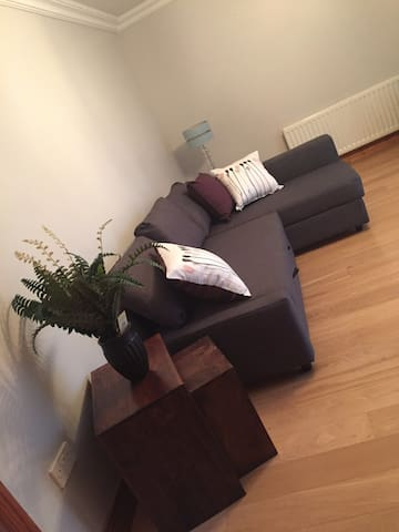Entire 2 bed house, 3 miles from Derry City Centre - Londonderry - Haus