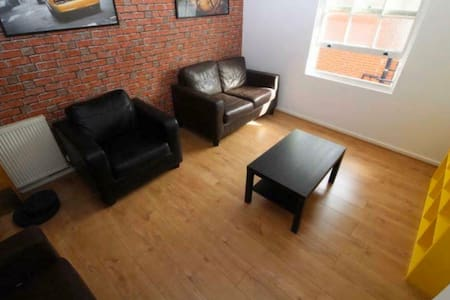 Room in the City Centre near Uni's & Hallamshire