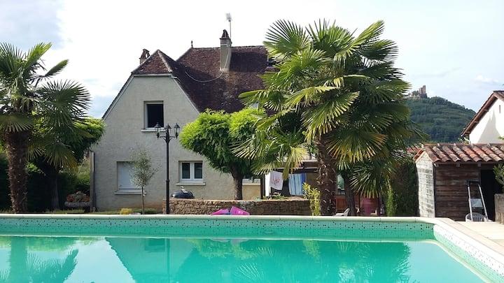 Chambre avec vue, au bord de la piscine