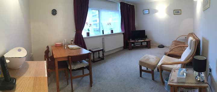 Lovely flat in a quiet area near Headingley