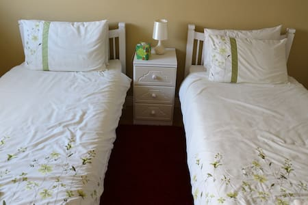 Idyllic farmhouse guestroom near River Boyne - Meath - Casa