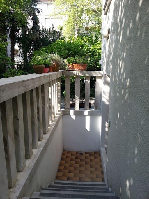 scalini di accesso all'appartamento.