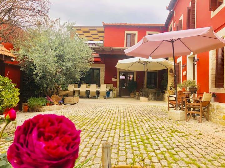 """Romantic Minoan Villa """"Demosophia-People's Wisdom"""""""