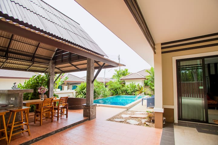 Thip Villa with private pool in Ao Nang