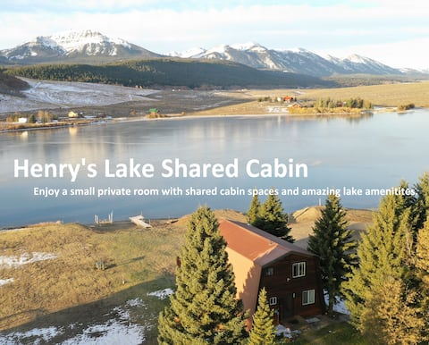 Lakefront Shared Cabin: Lakeview Room+Kayaks