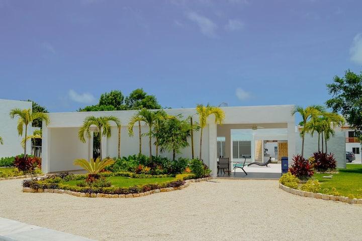 Casa Bella María. Nueva Y Privada 5 KM de la Playa