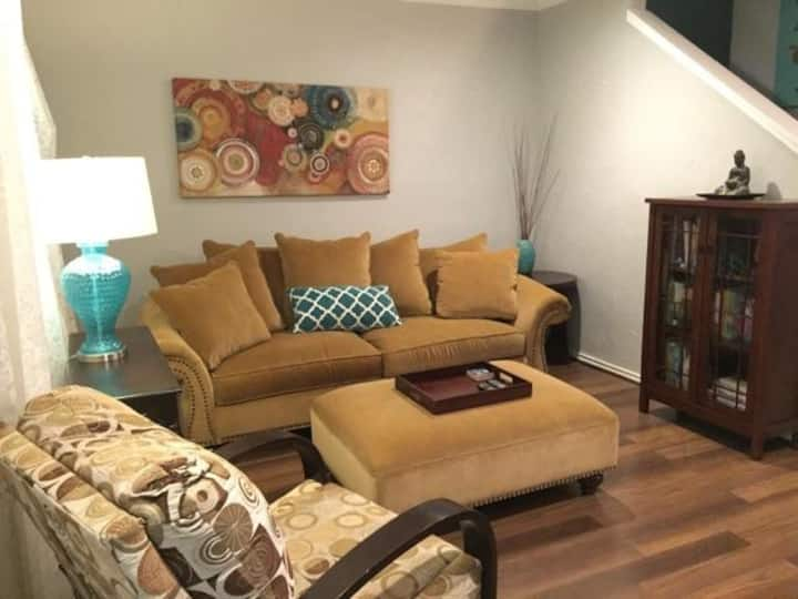 Vintage Turtle Creek Condo w/ Patio