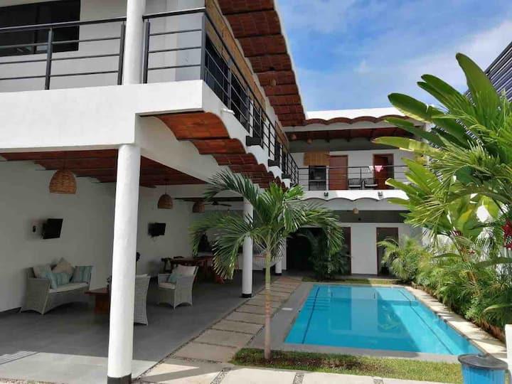 Hermosa y Amplia Casa con Alberca - Playa Virgen