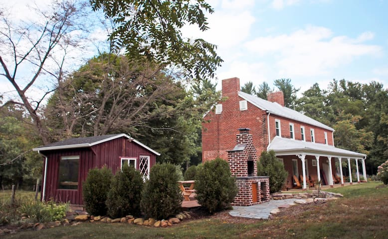 Modern 1850s Farmhouse near Lake - Luray - Huis