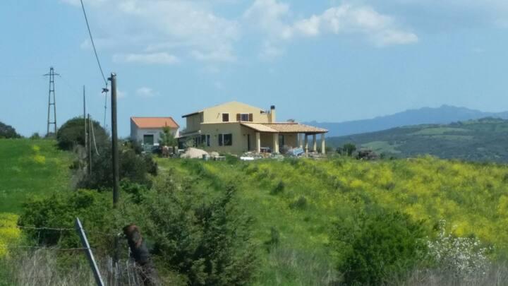 Villa immersa nella natura a 20 minuti dal mare.