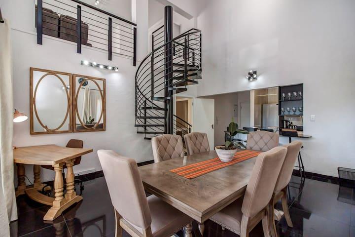 Ultra modern upmarket 2 bedroom apartment Sandton