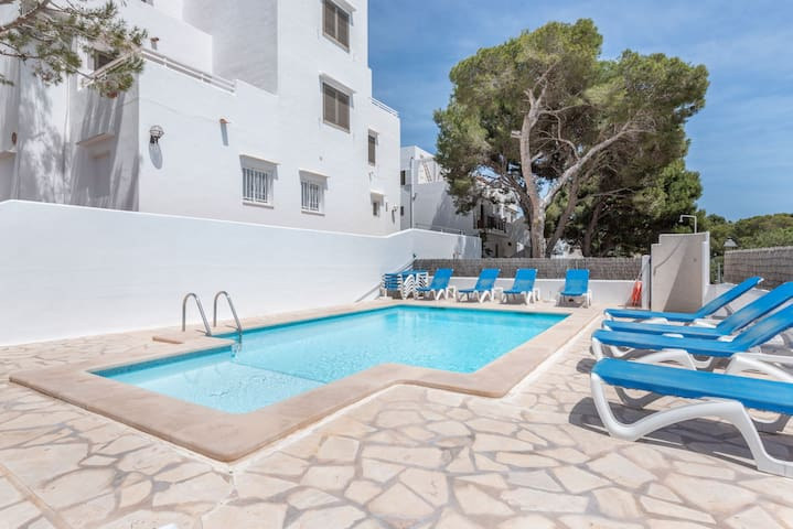 Air-Conditioned Apartment with Pool, Wi-Fi, Balcony and Close to the Beach