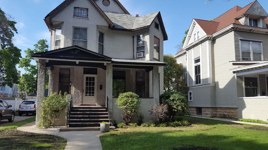 Oak Park living in this Chicago Mini Mansion - Chicago - Huis