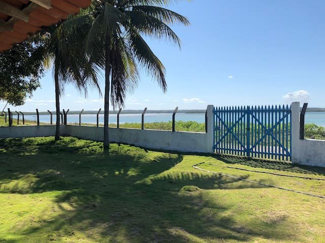 Rio e mar na porta de casa. Lugar paradisíaco.