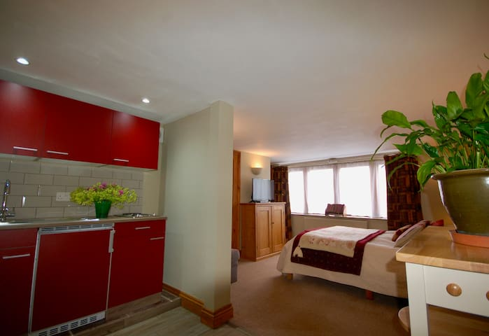 The Snug, Ensuite with Kitchenette