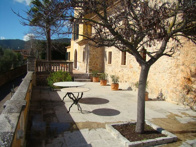Villa María Isabel, family home in Alaro with pool and tennis court