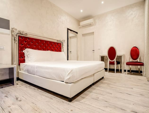 Arena Easy RED Suite by FeelHome Abroad