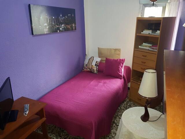 Habitación  privada unipersonal - Almería