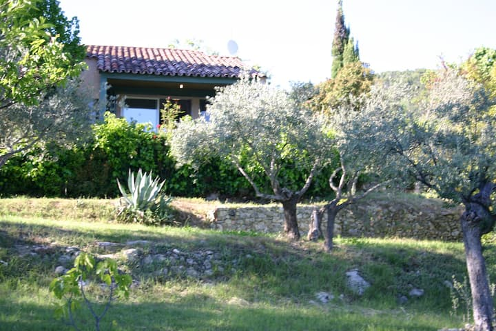 Charmante Villa dans domaine privé de 13 hectares