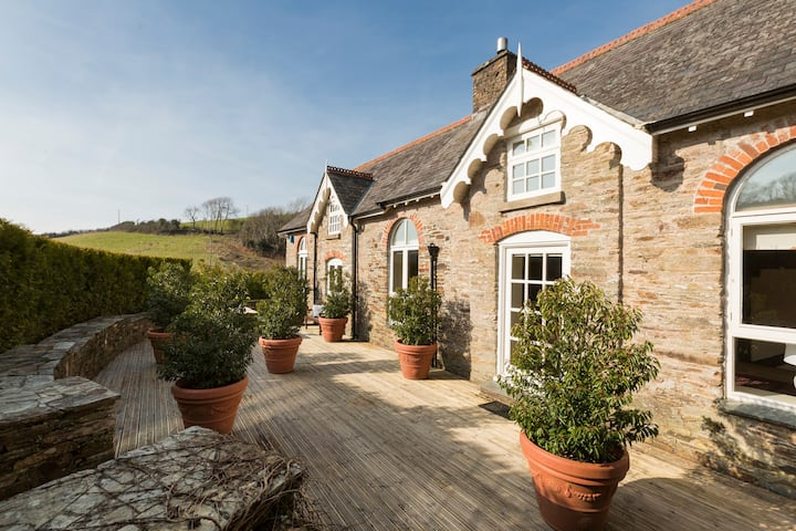 Dreamy Coach House on beautiful Private Estate