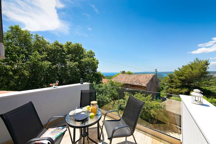 Holiday home in peaceful location with a Sea view